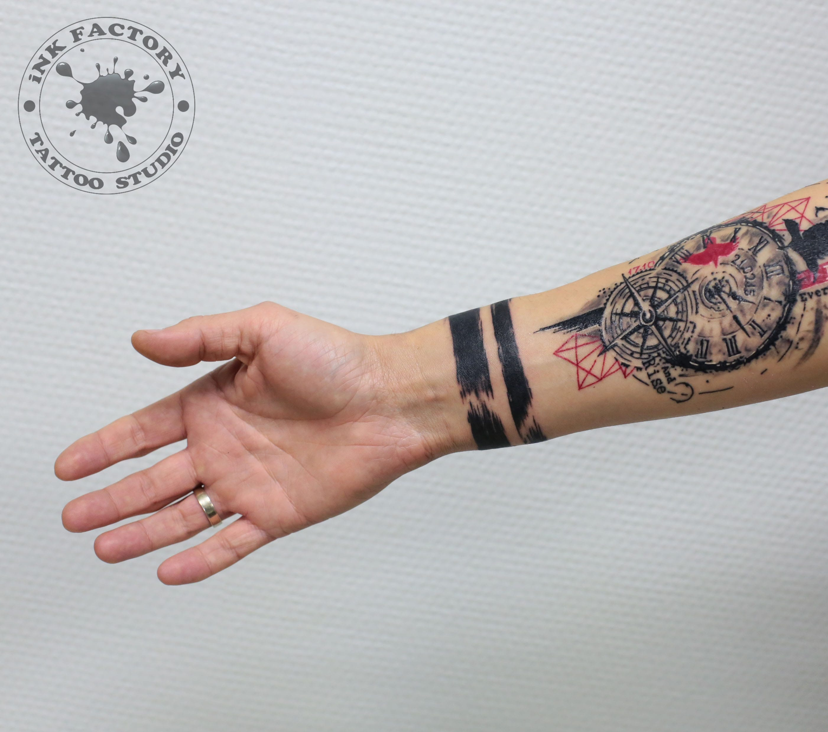 фото тату Татуировка руны выбитые в камне 745