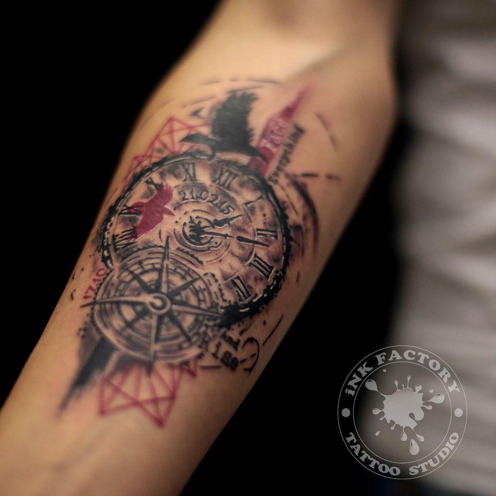 Часы с розой ветров