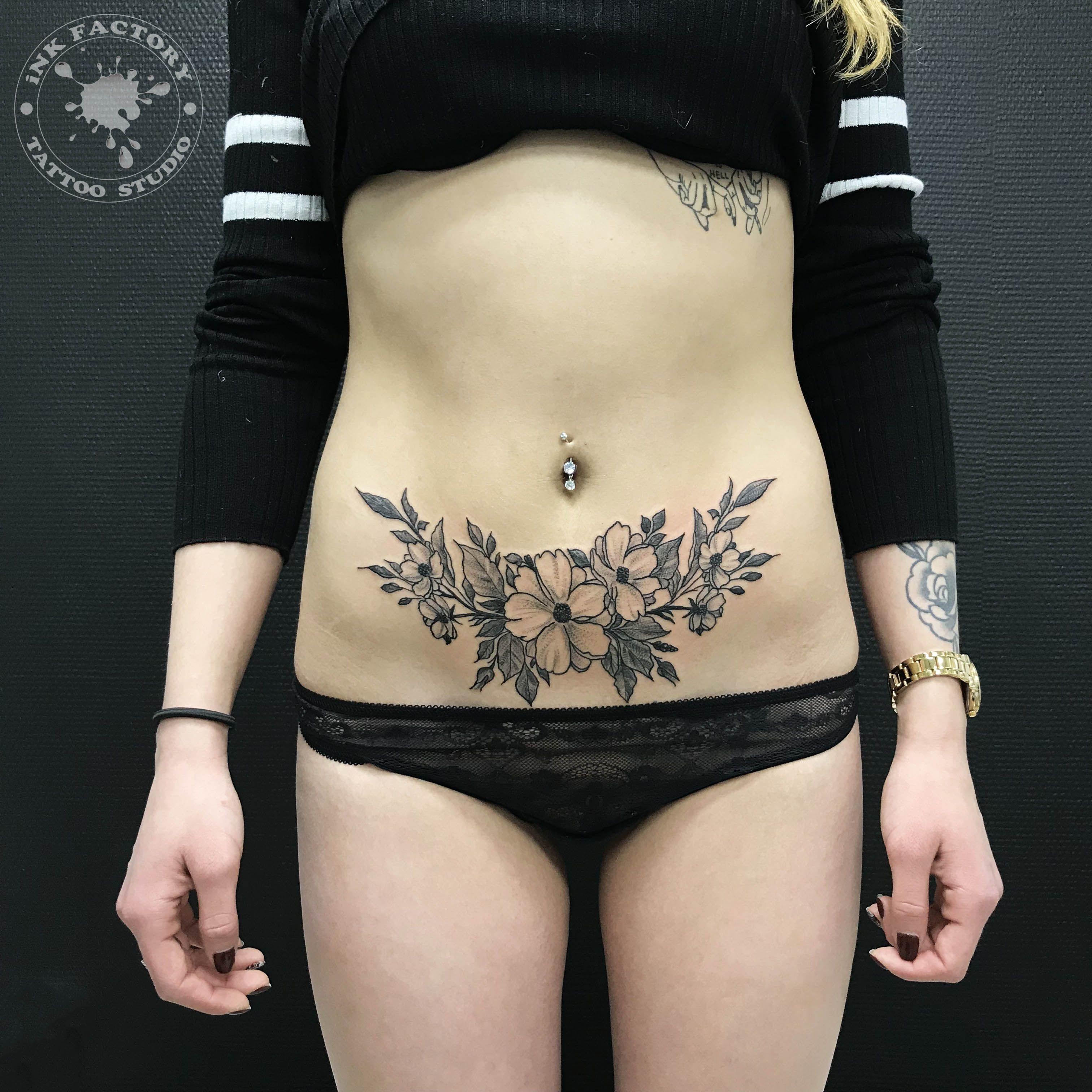 фото тату Чёрно-белая татуировка цветы 707