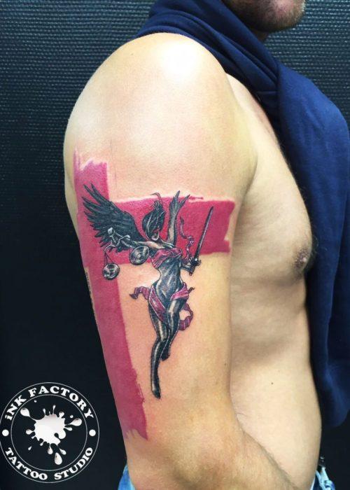 фото тату Фемида с крыльями