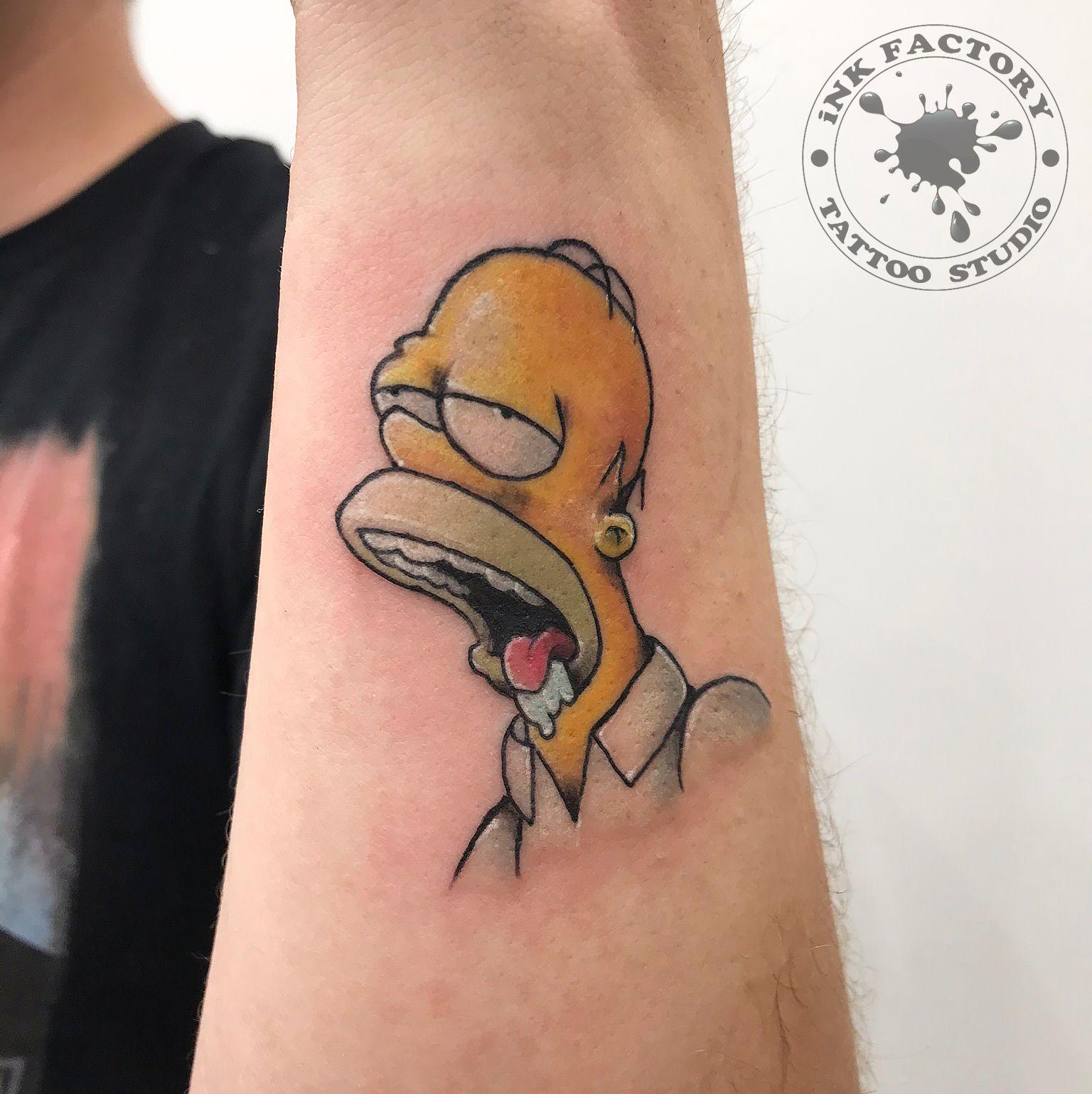 Гомер Симпсон с пончиком