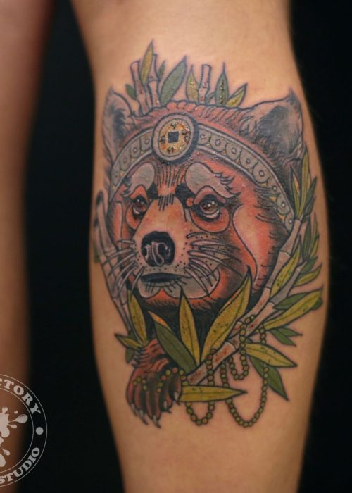 фото тату Красная панда на икре
