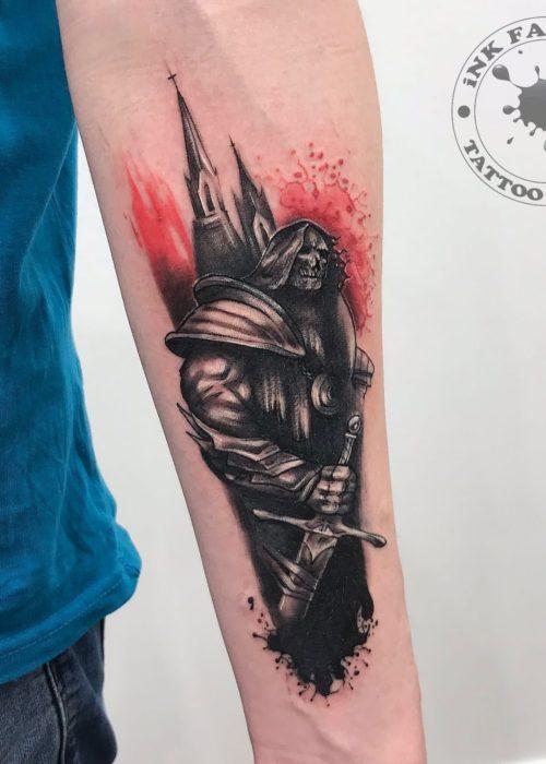 фото тату Красный рыцарь