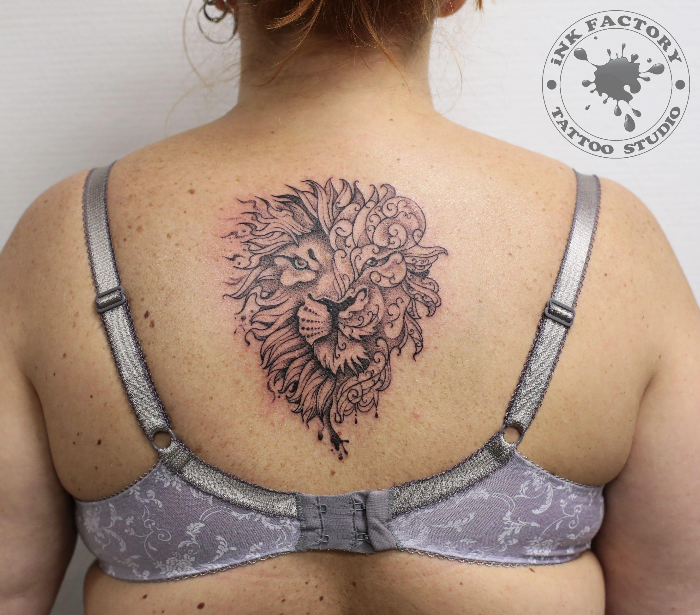 Лев на спине
