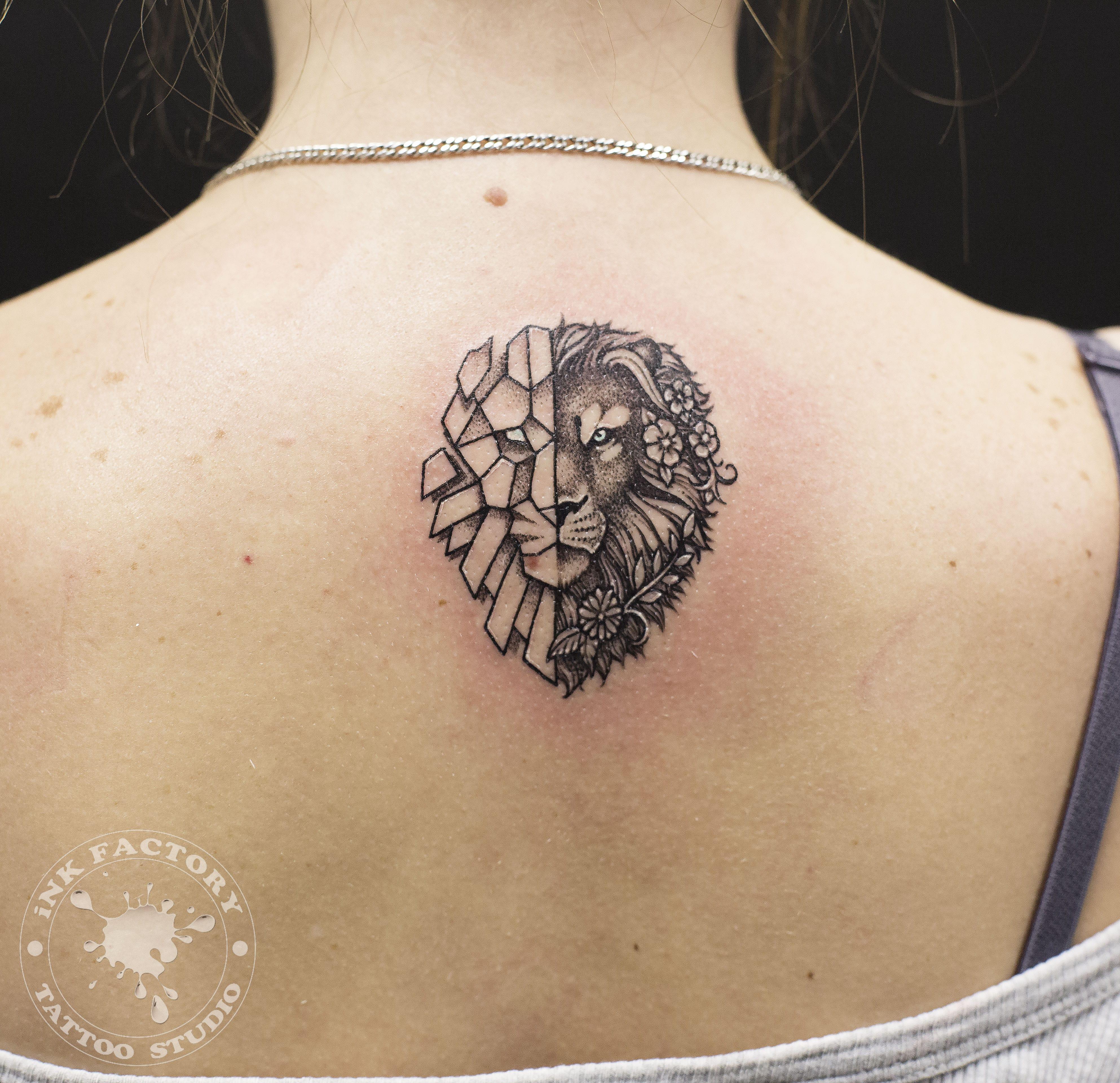 Лев с цветами