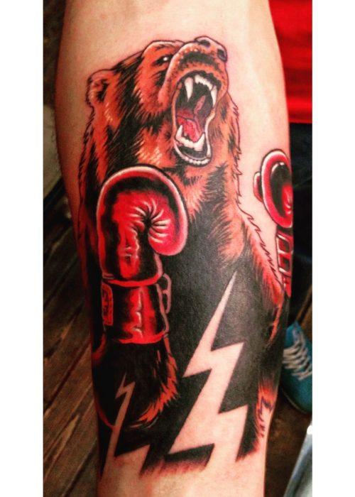 фото тату Медведь в боксерских перчатках на руке