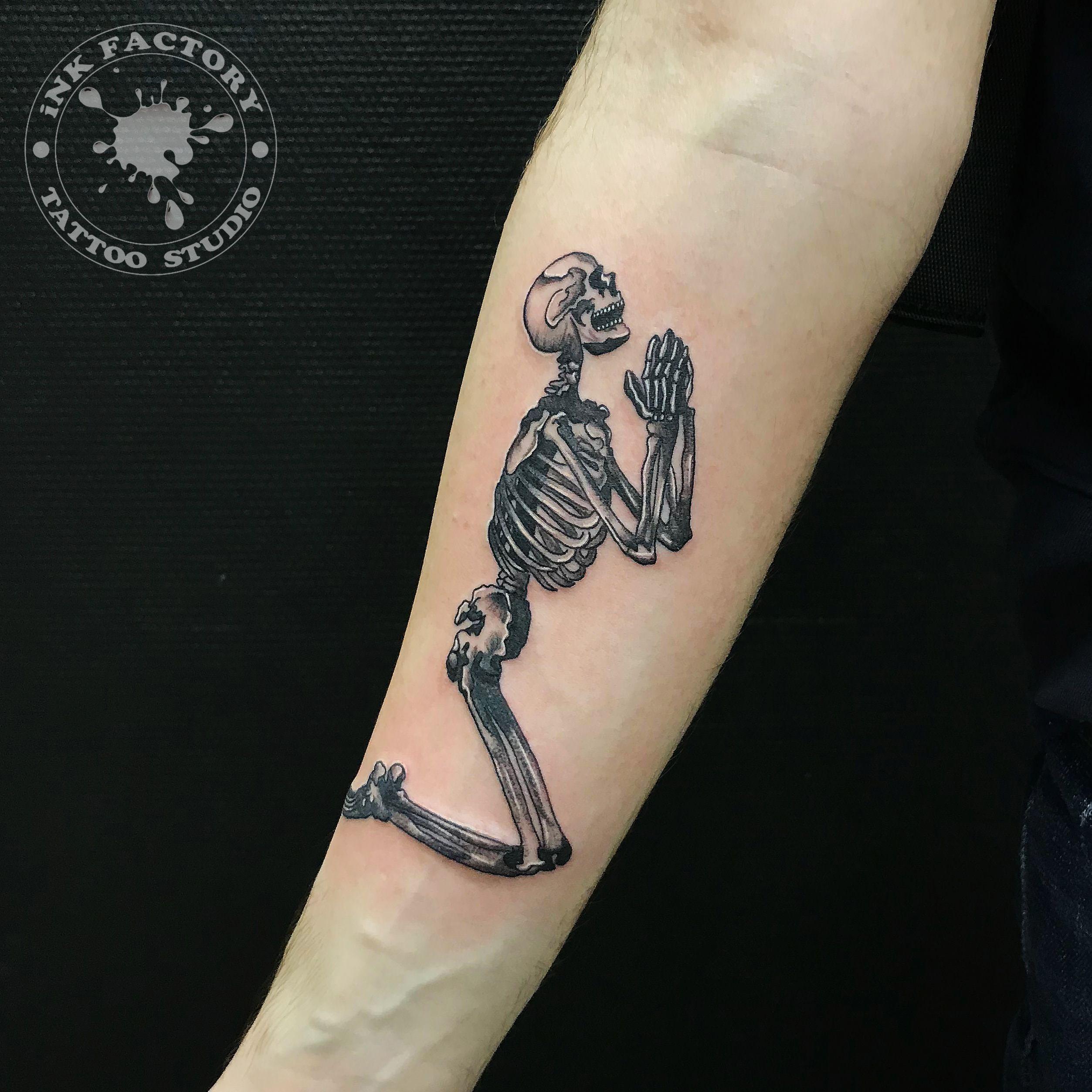 Молящейся скелет