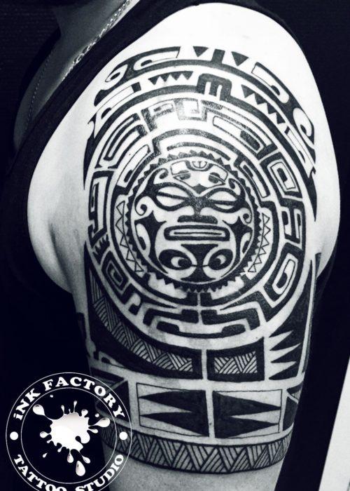 фото тату Полинезия в процессе