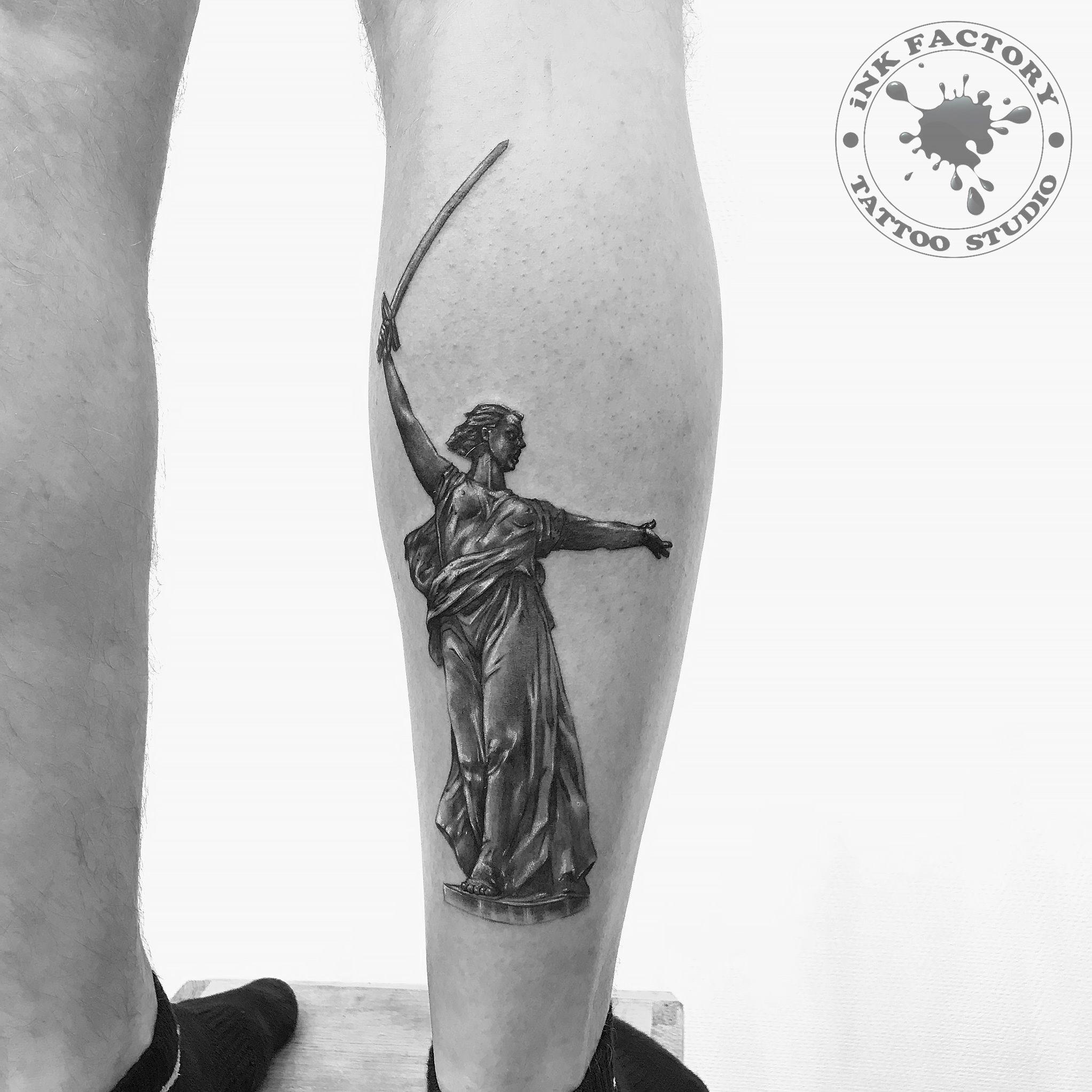 фото тату Реалистичная тату череп с розой 531
