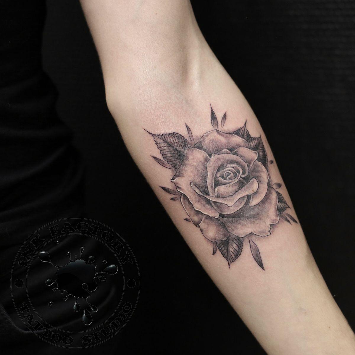Роза на предплечье