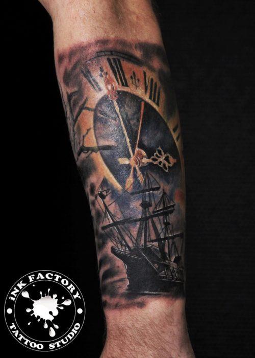 фото тату Рукав, корабль, маяк, часы…