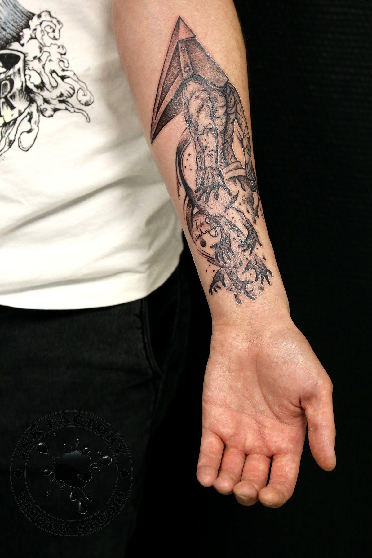 фото тату Татуировка орёл на спине 582