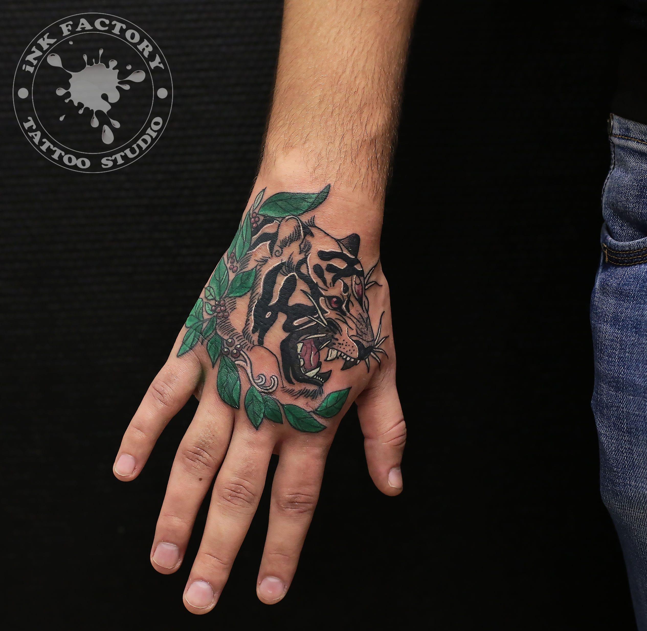 Тигр на кисти