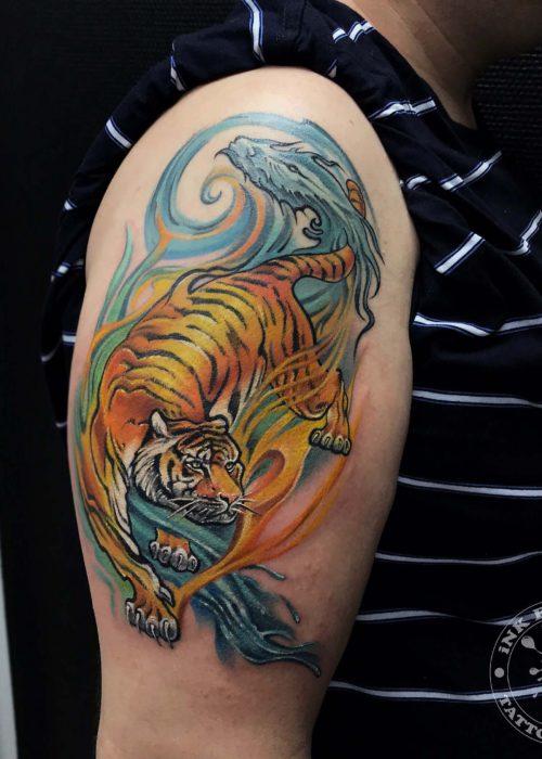 фото тату Тигр с драконом