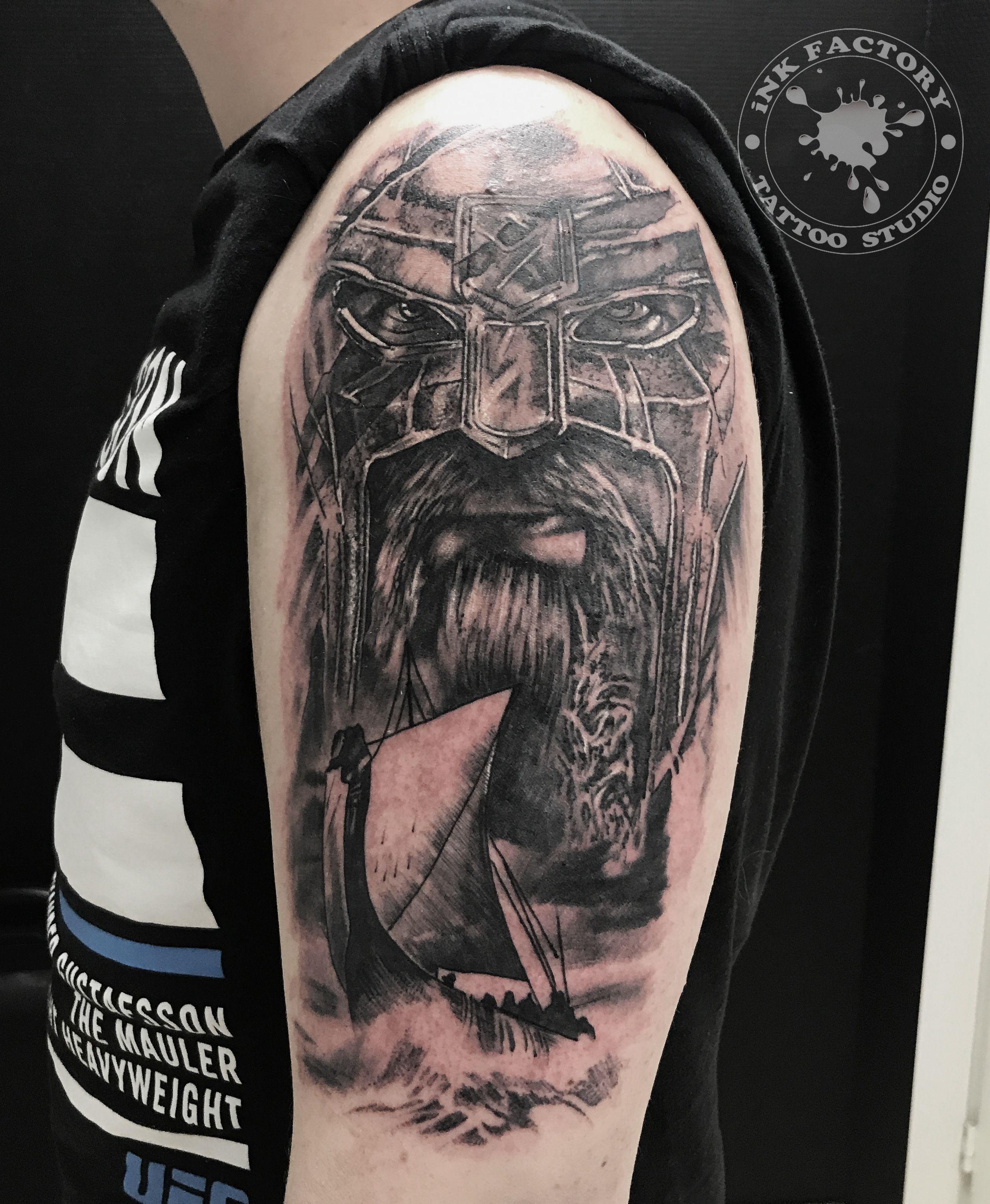 фото тату Реалистичная тату череп с розой 225