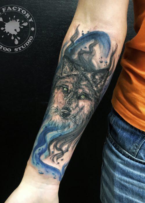 фото тату Волк с акварелью