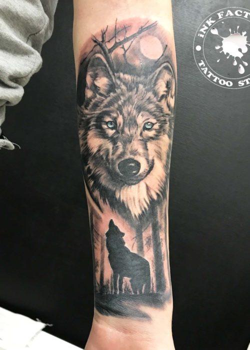 фото тату Волк с голубыми глазами
