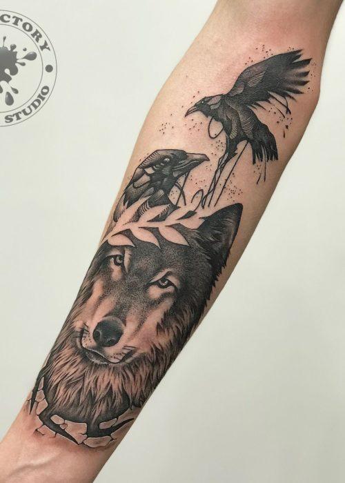 фото тату Волк с вороном