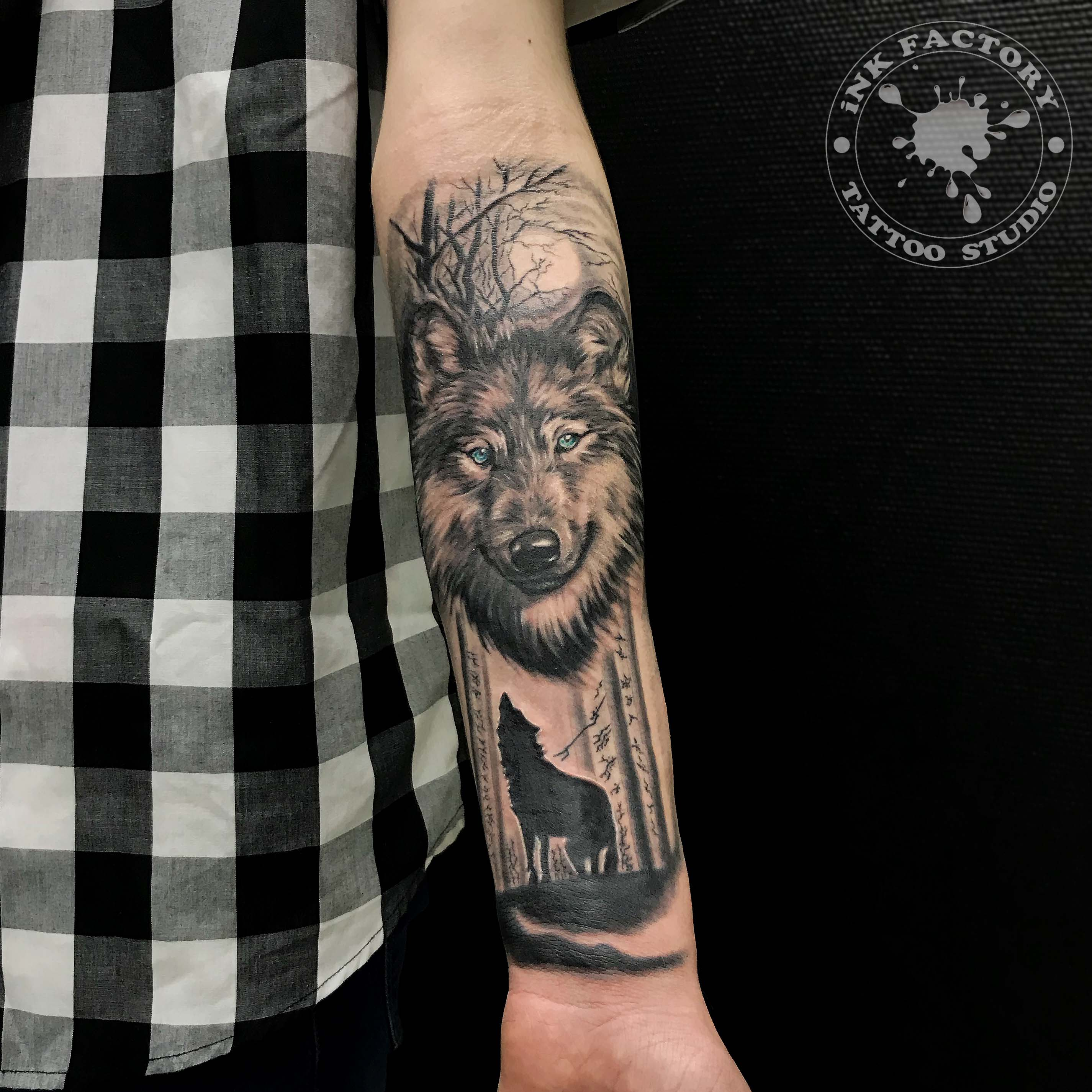 Волк в лесу - сделано в InkFactory