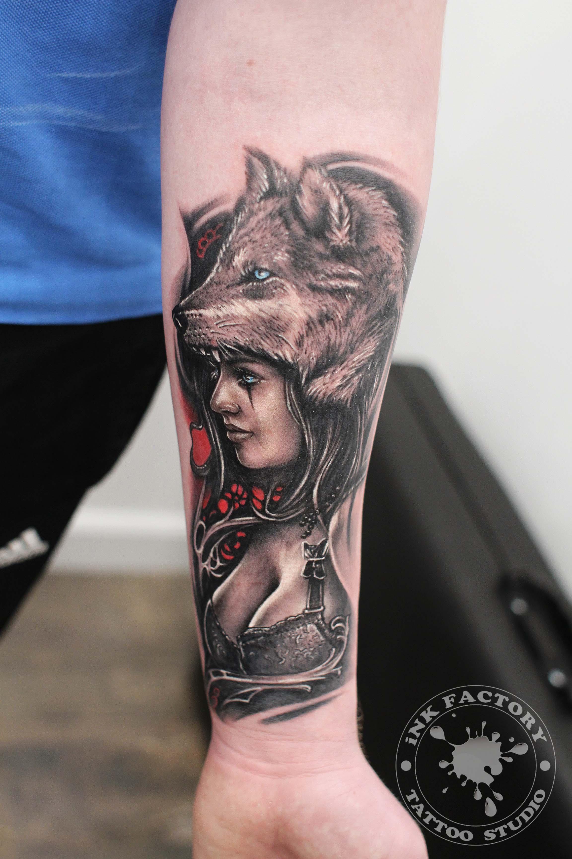Женщина с волком