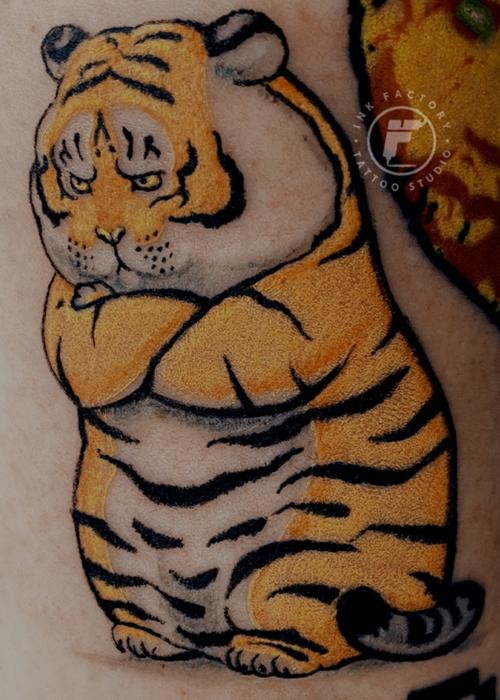 фото тату Серьезный тигр тату для девушки