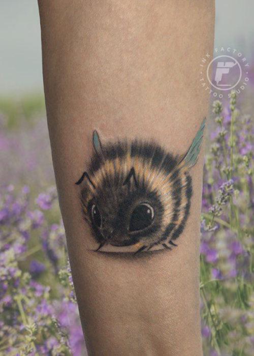фото тату Милая пчелка — тату студия Ink Factory
